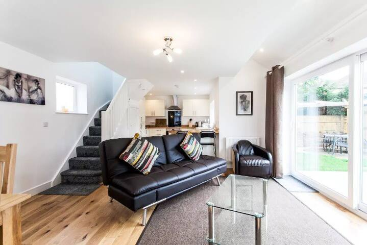 Superb Coach House in Peaceful Location!