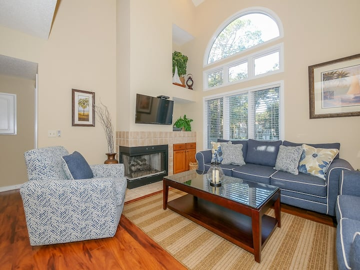 7601 Huntington~Direct walkout to pool across street from the beach