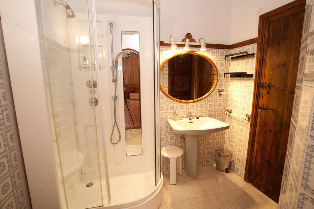 "Superior Suite ""Miracle"" bathroom"
