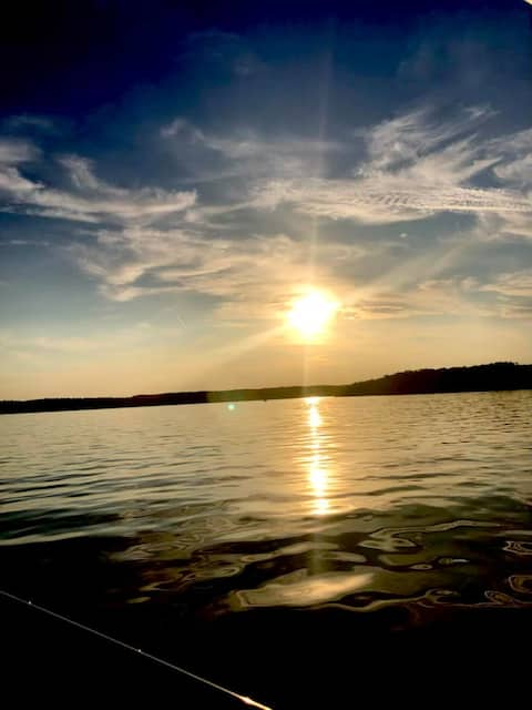 Cabin- Fast WIFI- Trails- Boating Fishing swimming