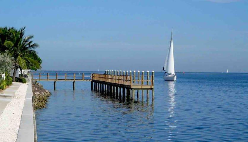 Panoramic Bay Views Luxury Condo 2
