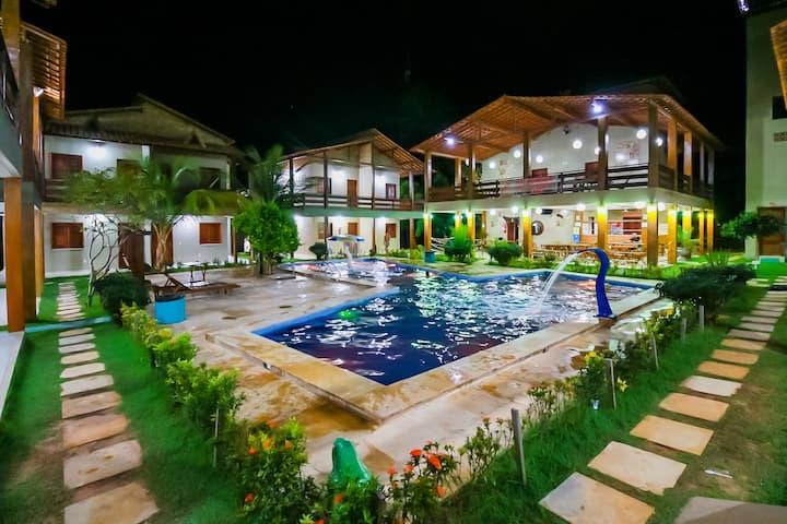 Chalé Beach  com varanda frente para a piscina