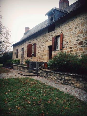 CHAMBRE RUSTIQUE DANS MAISON DE CAMPAGNE - Verdon