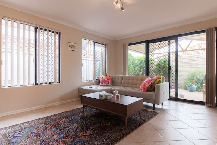 Charming Villa with Breakfast - Tuart Hill - Townhouse