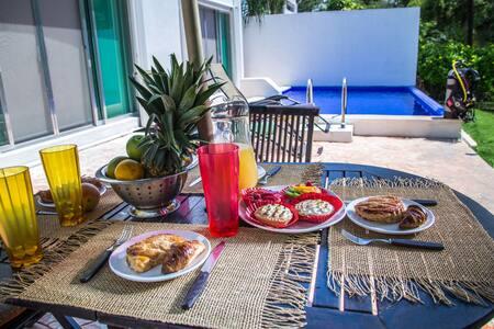 *King  or 2 single beds *Private Room *Breakfast - Playa del Carmen