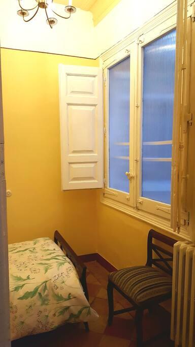 Ventana del dormitorio individual.