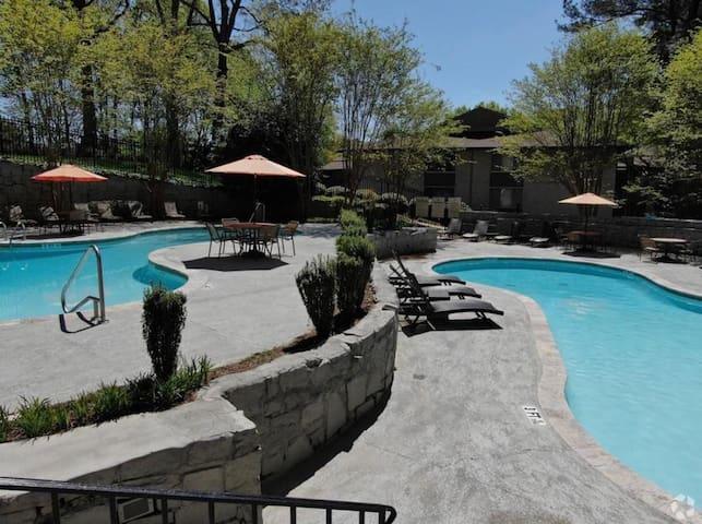 3 bedroom luxury apt, Lenox Road Buckhead Atlanta