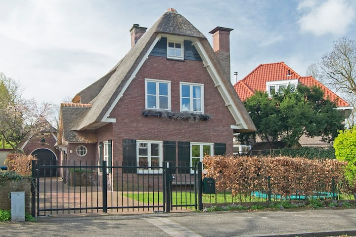Family villa 20 min from beach and Amsterdam!