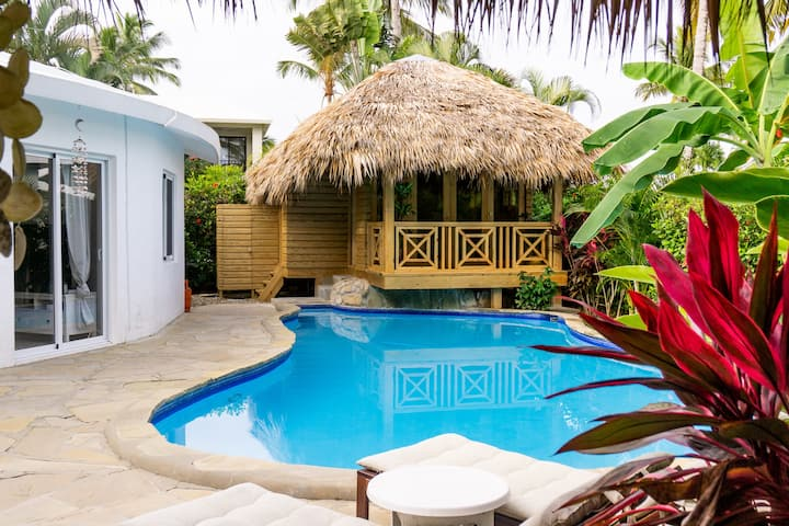 Tropical bungalow few steps from beach