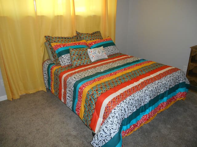 Guest Home, Beautiful, Quiet & Newly Renovated