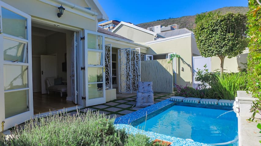 Tranquil luxury oasis-  Seapoint near beach, shops