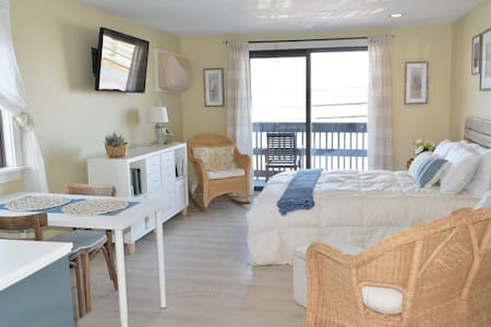 Sunny Beach Condo w/ Lovely Sunset and Marsh Views