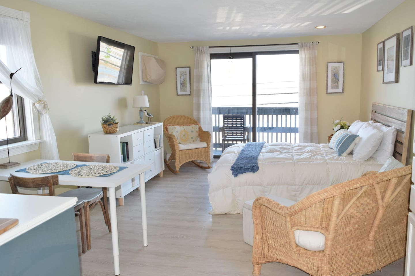 Clean, Sunny Studio with great views of the Hampton Conservation Marsh