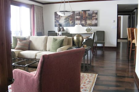 Room type: Entire home/apt Property type: Apartment Accommodates: 8 Bedrooms: 3 Bathrooms: 3
