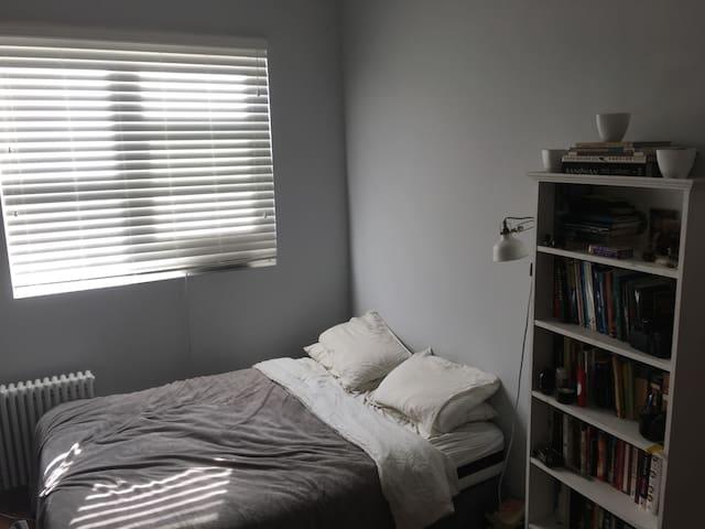 Sunny, peaceful room in Ridgewood/Bushwick
