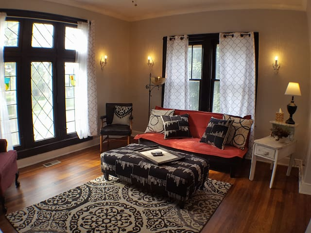 Historic & Funky Garfield Park Apt, With View