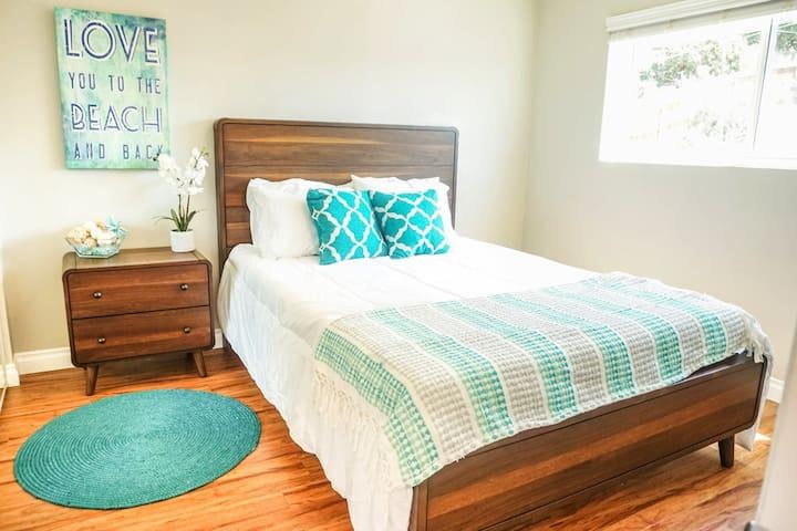 Queen size memory foam mattresses in both rooms