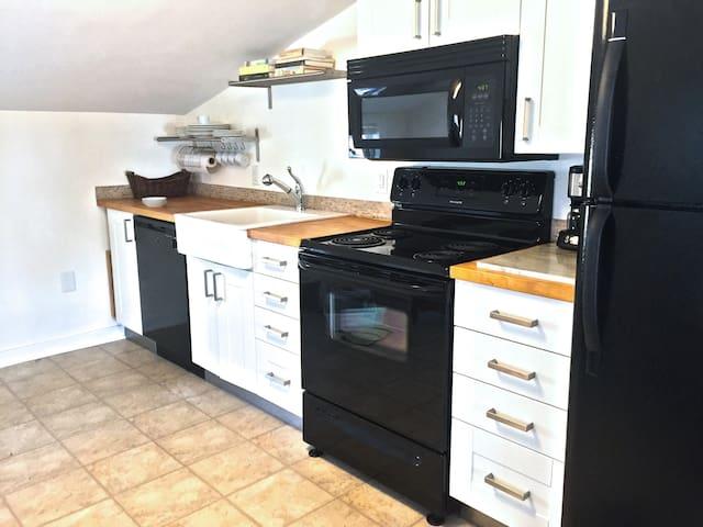 Full kitchen with farmhouse sink