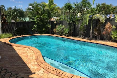 A friendly house with a pool in the suburbs - Jindalee - Casa