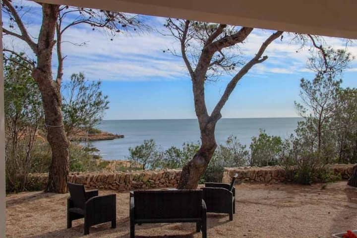 Casa aislada con vistas excepcionales al mar