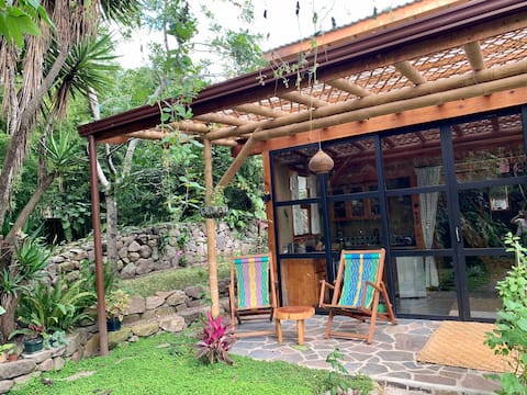 Private, Bright, Cozy Earthen Guesthouse at Sacha