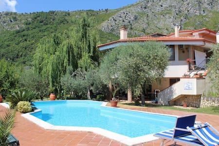 Villa Chiaia B