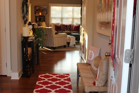 AWESOME AIRBNB IN ANKENY! - Ankeny - Townhouse