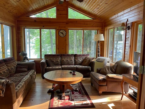 Fall/Winter Lake Cabin Getaway - Hunt out the door
