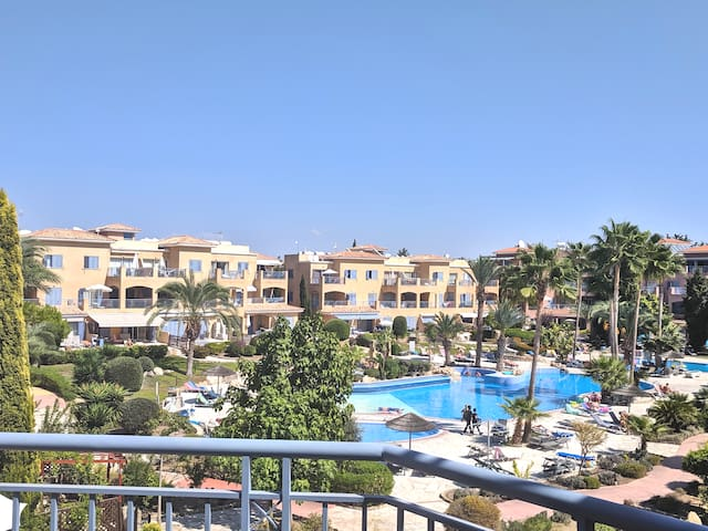 Limnaria Gardens Two Bedroom Apt 300m to the beach