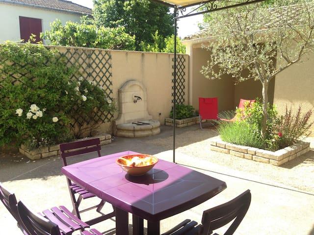 Appartement de charme dans maison, proche rivière - Saint-Denis - House