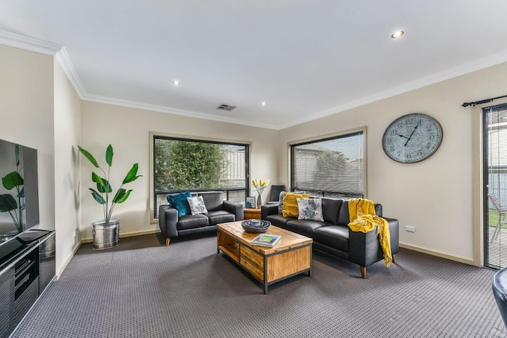 Great Location between Famous Blue Lake and CBD