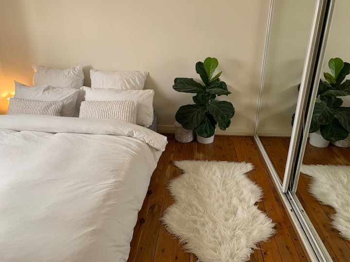 Cosy Bondi Beach apartment, 1min walk to the beach