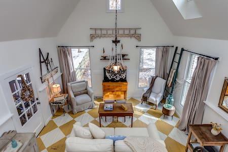 Storybook Cottage - Charming Leiper's Fork Cottage - Franklin - Talo
