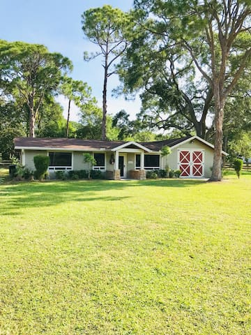 REMODELED HOUSE 1.5  MILES TO BEACH ON 1 ACRE