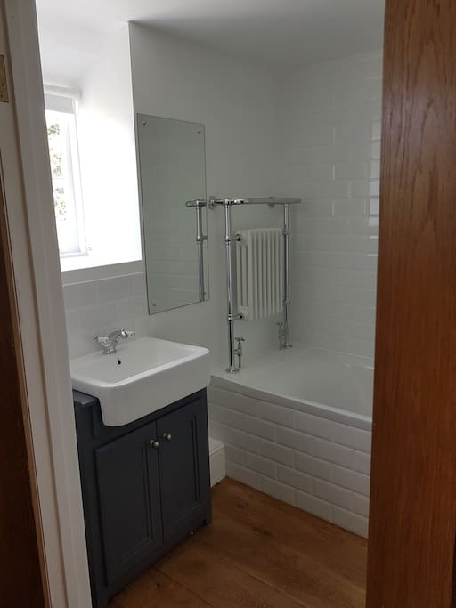 Ensuite to the main bedroom
