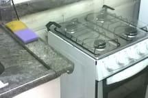 Fogão 4 bocas com forno sem sujeira.