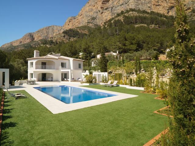 5-room villa 260 m² Ava