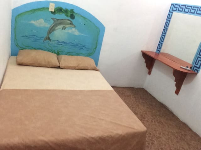 Small room near downtown - Zihuatanejo - Guesthouse