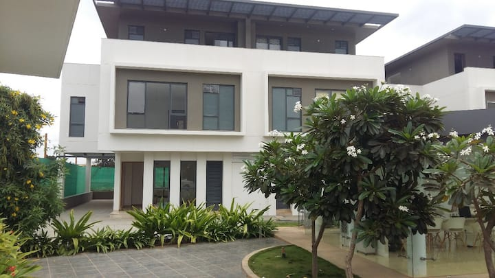 VILLA STAY 1st Floor (per room price)