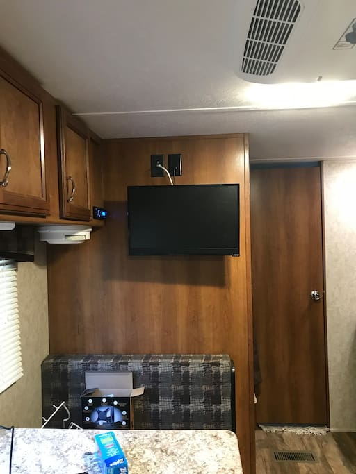 Tv in dinette/kitchen area