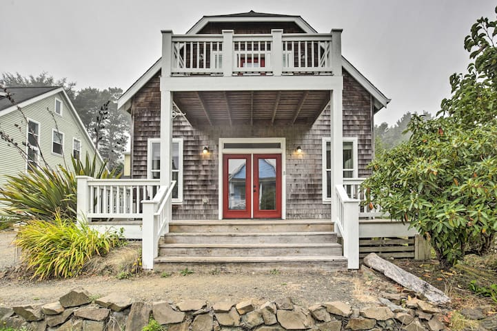 Dog-Friendly Home w/ Hot Tub & Deck; Walk to Beach