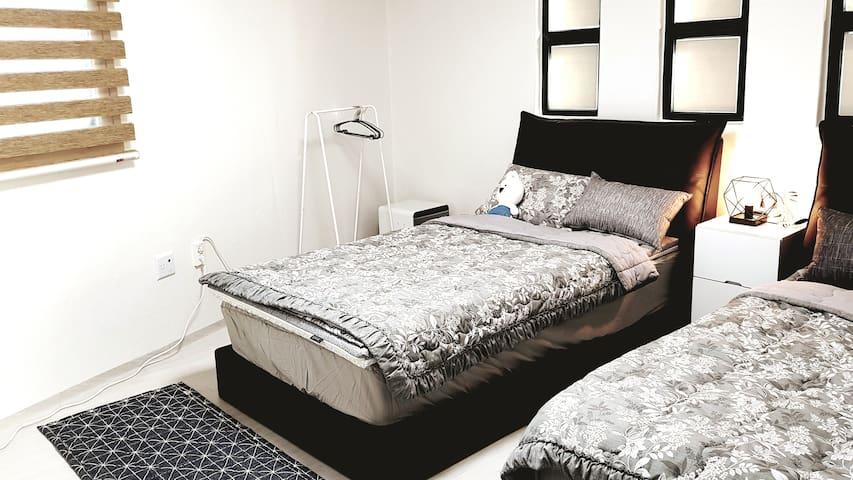큰방 - 슈퍼싱글 침대 2개