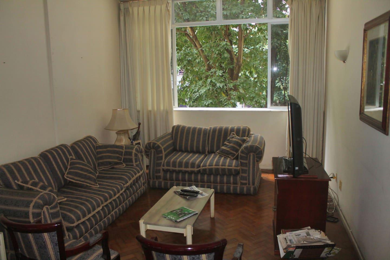 A sala de estar da casa.