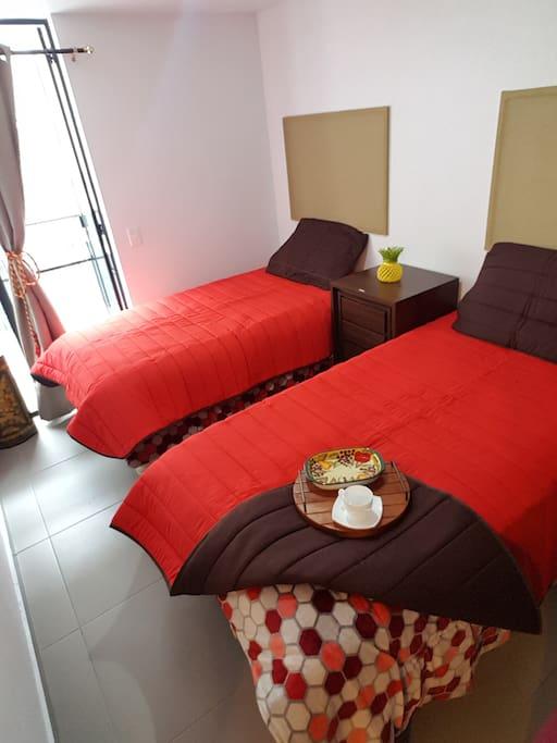 Habitación cómoda, limpia con camas nuevas.
