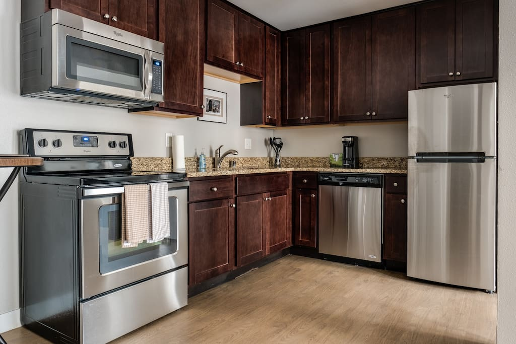 Explore Mke East Side In This Spacious Modern Apt Apartments For Rent In Milwaukee Wisconsin
