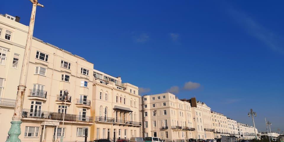 Brighton Parlourama - with Hot Tub. Sleeps 18.