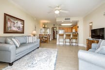 LAKEFRONT CONDO LESS THEN A MILE TO DISNEY WORLD
