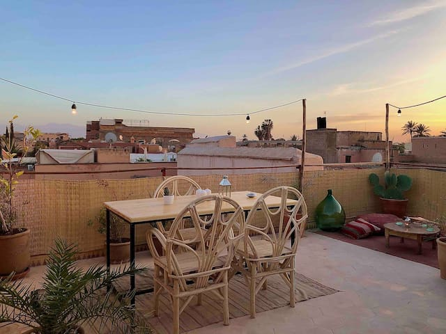 Private room in safe, central location in Medina