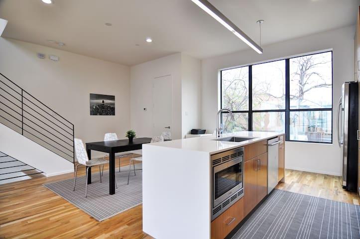 Luxury Uptown Knox/Henderson 2 bedroom Townhome