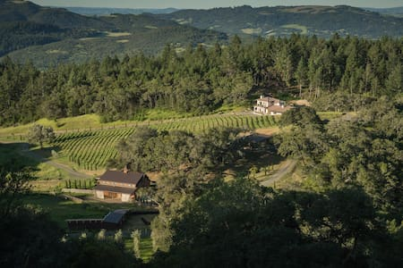 Villa on 258 acres in Sonoma Wine Country - サンタローザ